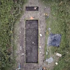 Kivirakenne erottuu ilmakuvassa kaivausalueen pohjoisosassa.